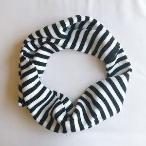🆕 Black & White Striped Scarf